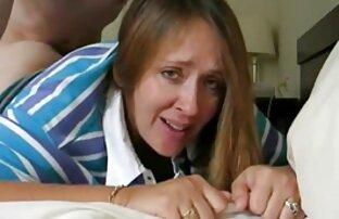 Fiatal nő perverz pornó a konyha padlóján