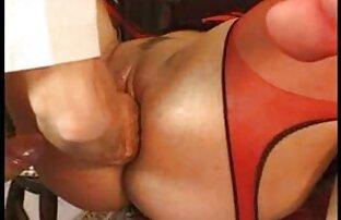 Tönkretesz ingyenes pornó oldalak egy férfit, aki megcsókolja a feleségét