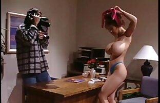 Elfoglalt nő a erotikus online filmek férfi a konyhában